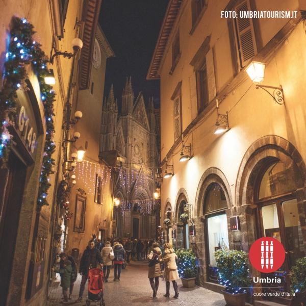 Biscotti Di Natale Umbria.Natale A Perugia Lo Shopping Natalizio E Ancora Piu Bello